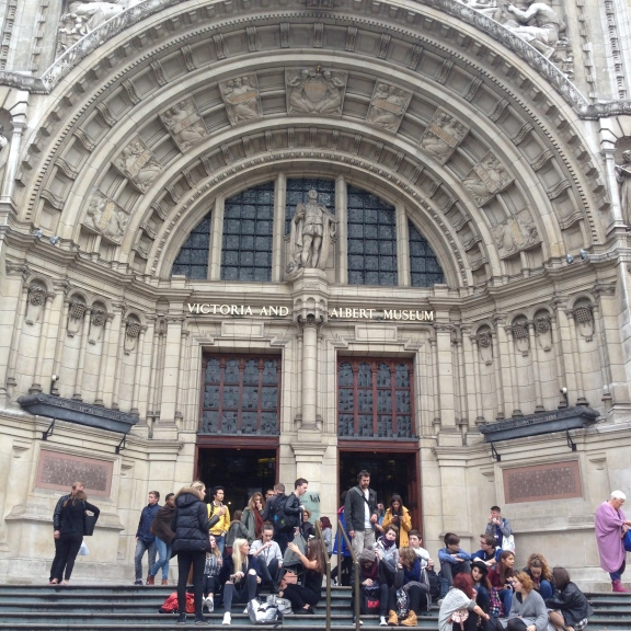 I was tickled at the number of students visiting the V&A and the surrounding museums. At one point, a street musician performed Twinkle, Twinkle in the tube, and all of the kids started singing together even though they were from different schools! An oldie but goodie, I guess.