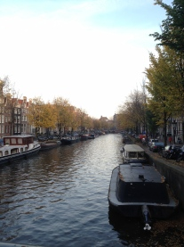 The suffix gracht means canal, and straat means street.