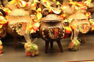 We saw these little chocolate pots all over the bakeries and patisseries for the holiday season.