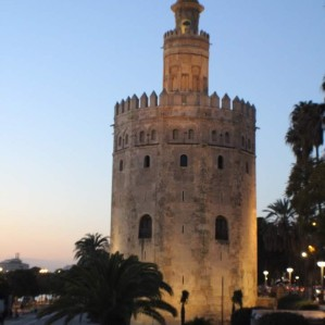 Tower de Oro in the evening